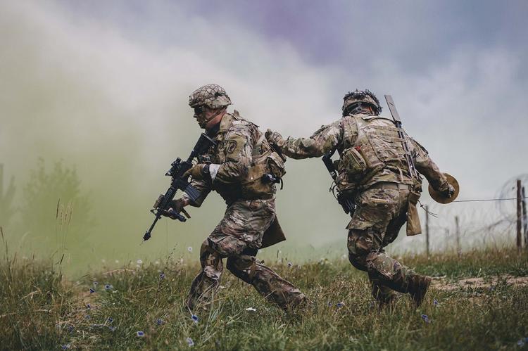Уничтожение войск НАТО в случае их переброски в Донбасс предсказали в Госдуме