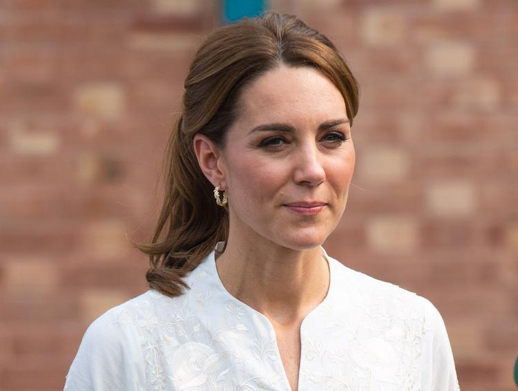 Герцогиня Кэтрин покорила поклонников демократичным образом на елочном базаре