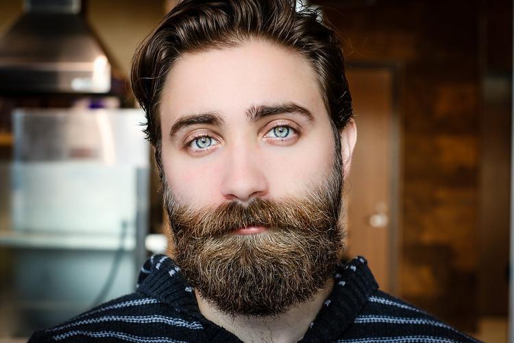 Врач рассказал, чем опасны усы и борода