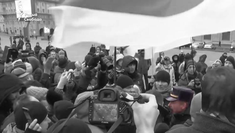 Митингующие  прогнали милиционера с «минского митинга»