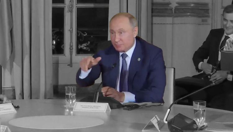 Путин за столом тайком подал Зеленскому какой-то знак