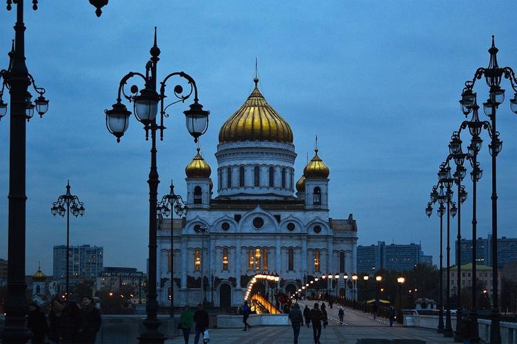 Из-за угроз минирования проверяют Храм Христа Спасителя в центре Москвы
