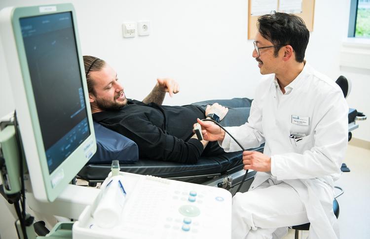 Три первых сигнала организма о появлении рака желудка перечислили специалисты