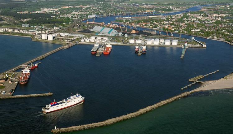 Латвия: государство хочет управлять портом Вентспилса