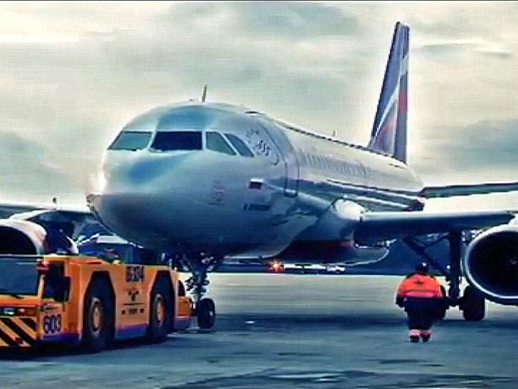 У пассажирского самолёта отказал двигатель