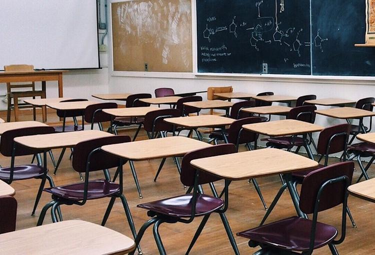 В петербургской школе из-за давки во время эвакуации пострадали дети