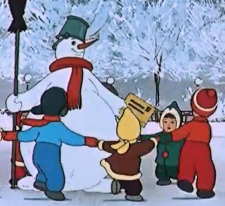 Полицейские в Калининграде вырезают снежинки в наказание за розыгрыш