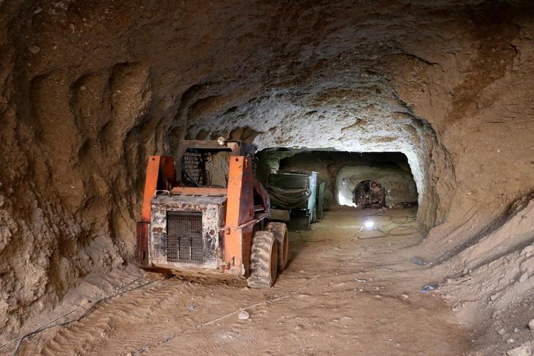 Тегеран создаёт сеть подземных тоннелей на границе с Сирией