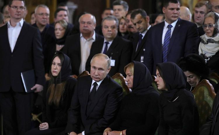 Владимир Путин и  Сергей Собянин проводили в последний путь Юрия Лужкова