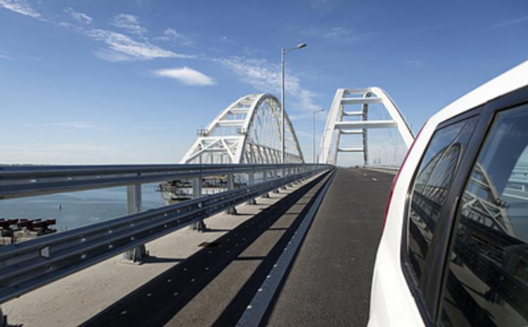 Путин откроет движение поездов по Крымскому мосту и сам проедет по мосту на поезде