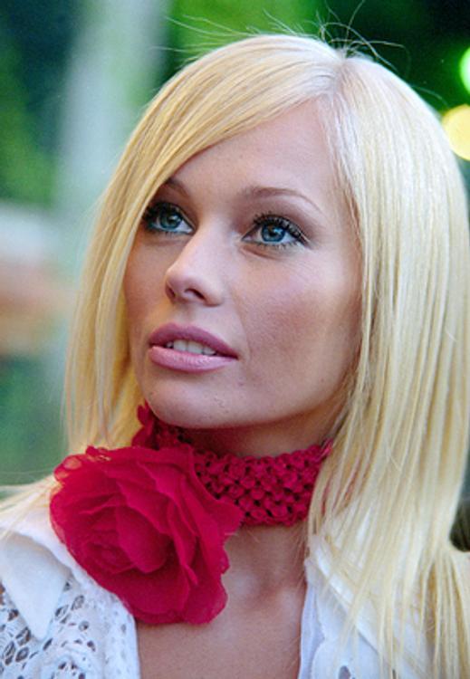 В сети обсуждают лицо актрисы Елены Кориковой без грамма макияжа