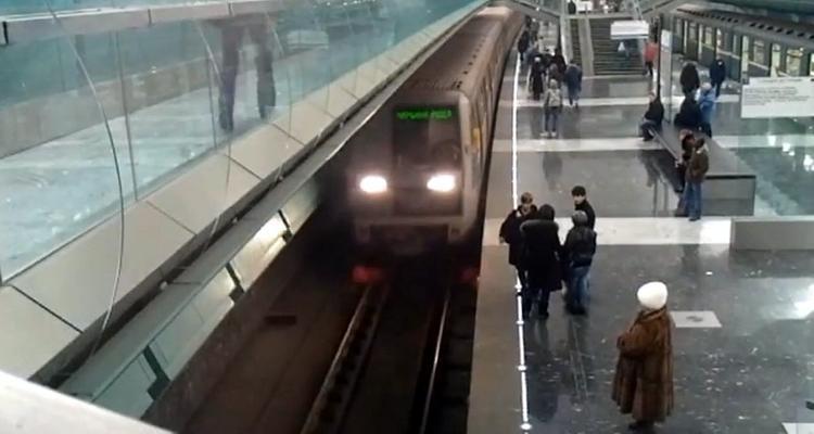 Поездами в метро снова смогут  управлять женщины