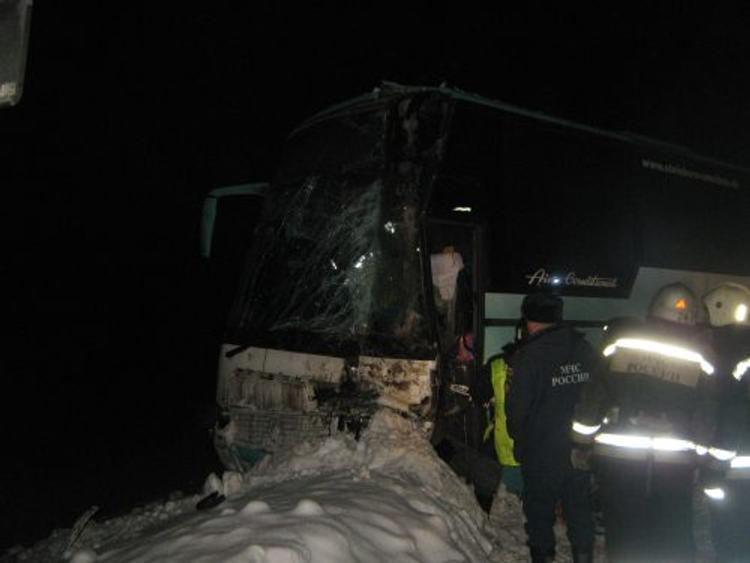 Пассажирский автобус перевернулся в Нижегородской области, в ДТП много пострадавших