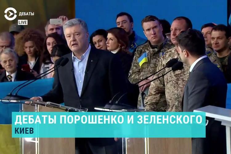 В Париже подловили Порошенко на том, что он критикует Зеленского за свои же инициативы