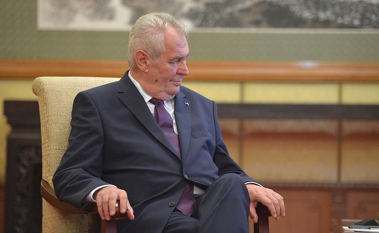Президент Чехии задумывается, приезжать ли в Россию на парад Победы