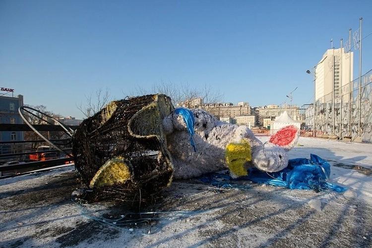 Во Владивостоке спалили символ нового года - фигуру мыши стоимостью 677 тысяч рублей