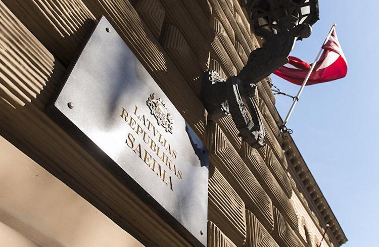 Зарплаты депутатам в Латвии повышаться не будут