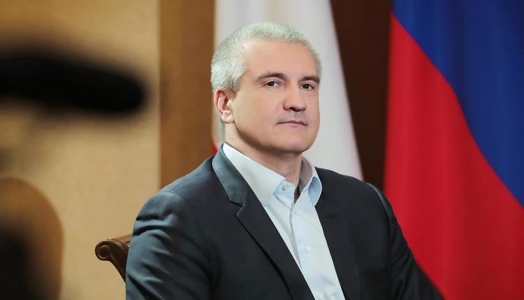 Глава Крыма Аксенов высказался по поводу факельного шествия на Украине в честь Бандеры