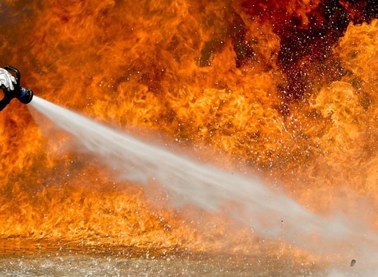 Пожар в частном доме в Подмосковье унес жизни четырех человек