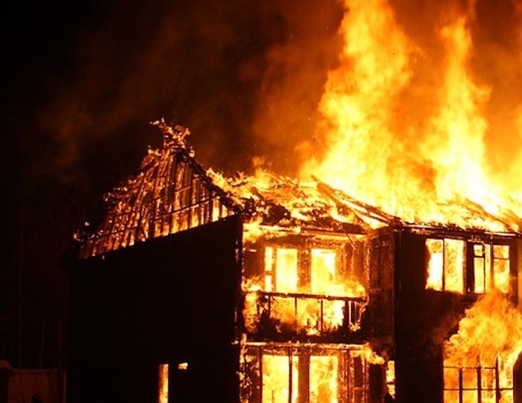 Четыре человека, среди которых ребенок, погибли в ходе пожара на Ставрополье