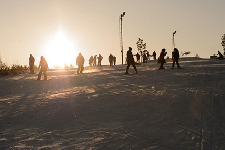 Ксения Собчак поставила на лыжи не только сына, но  и мужа