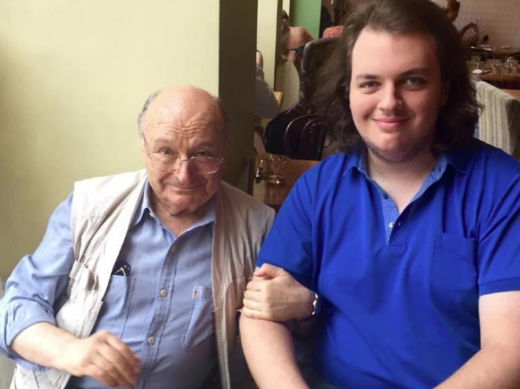 Сына Михаила Жванецкого доставили в больницу, его избили возле одного из ресторанов в Москве