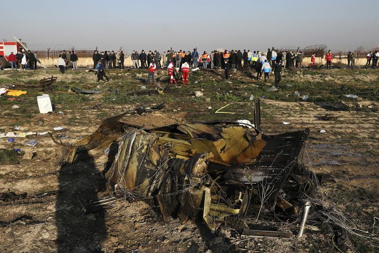 Самолет был свежий, а значит не должен был развалиться ...