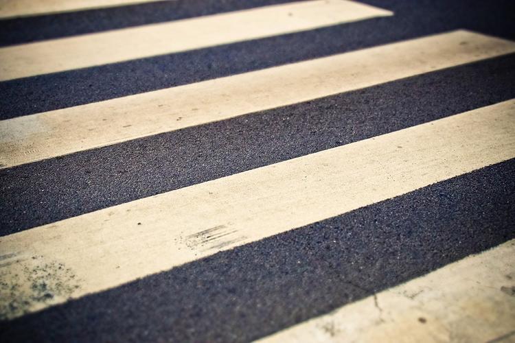Иномарка сбила женщину с двумя детьми на пешеходном переходе в Подмосковье