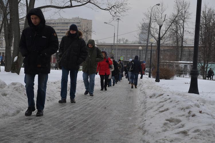 В Москве и Подмосковье объявили желтый уровень опасности из-за гололедицы