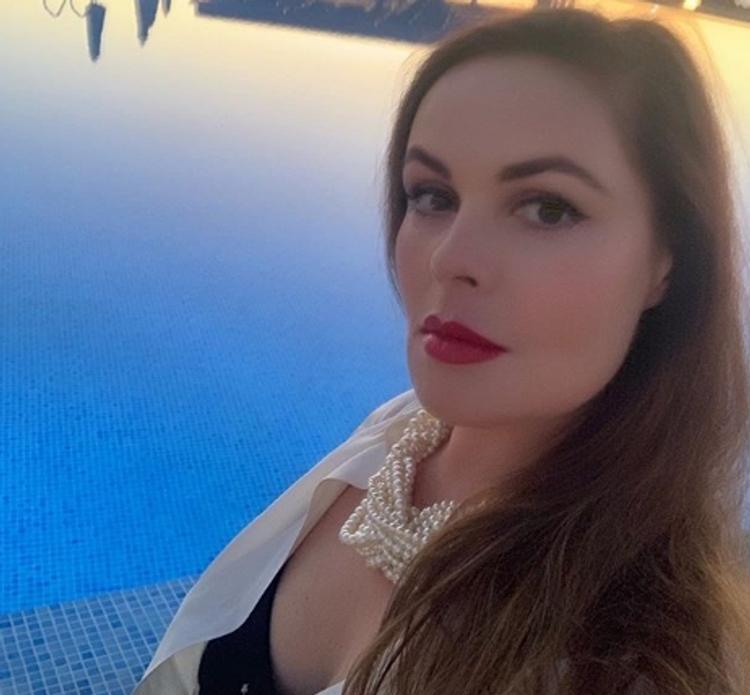 58-летняя Екатерина Андреева покорила поклонников роскошной фигурой в купальнике на фоне Альп