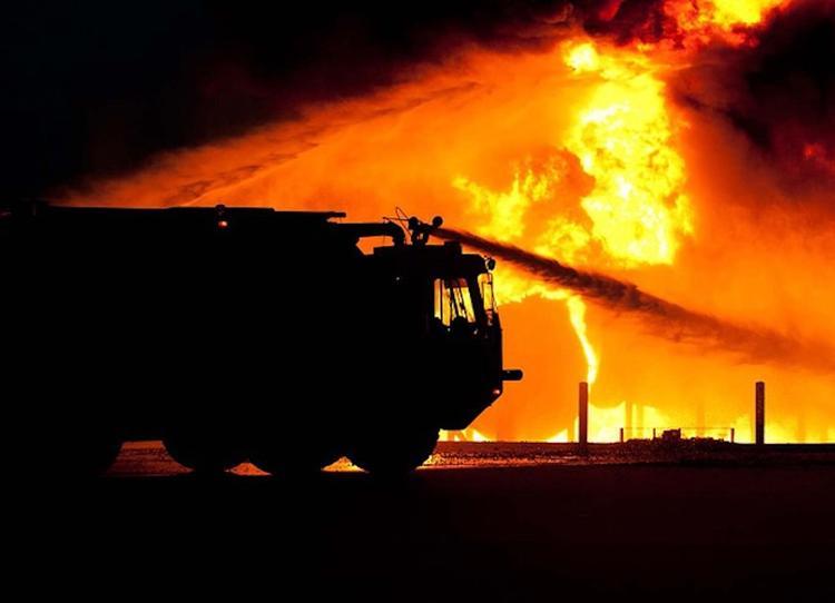 Человека спасли из горящей квартиры в жилом доме на западе Москвы