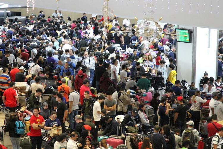Вулкан маленький - проблемы большие: коллапс в аэропорту Манилы из-за извержения