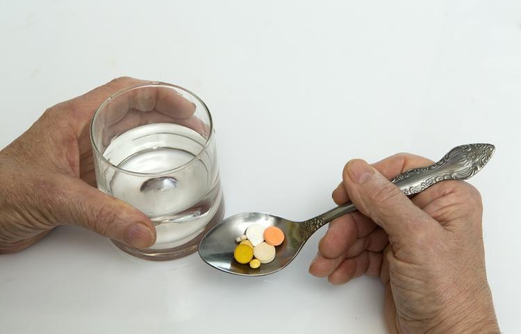 Список убивающих печень человека лекарств огласили медицинские специалисты