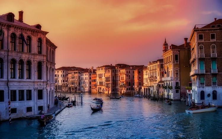 Венеция: после наводнения высохли каналы
