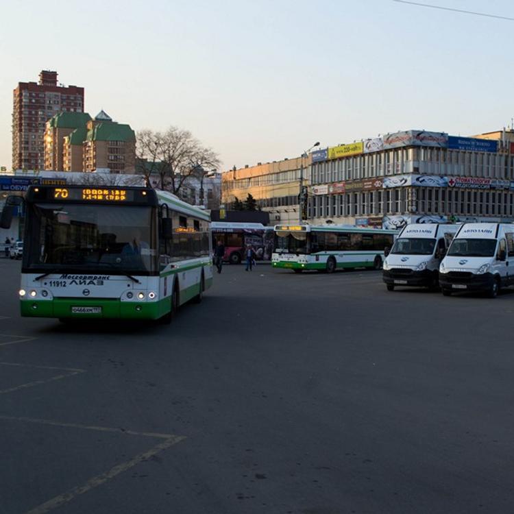 ДТП в Тюмени: маршрутка врезалась в столб, пострадали семь человек