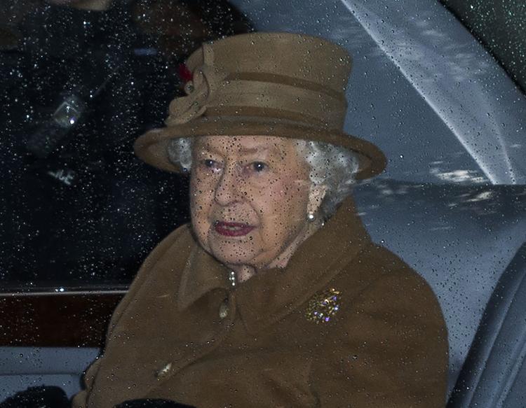СМИ утверждают, что герцогиня Меган категорически отказалась участвовать в семейном совете с Елизаветой II