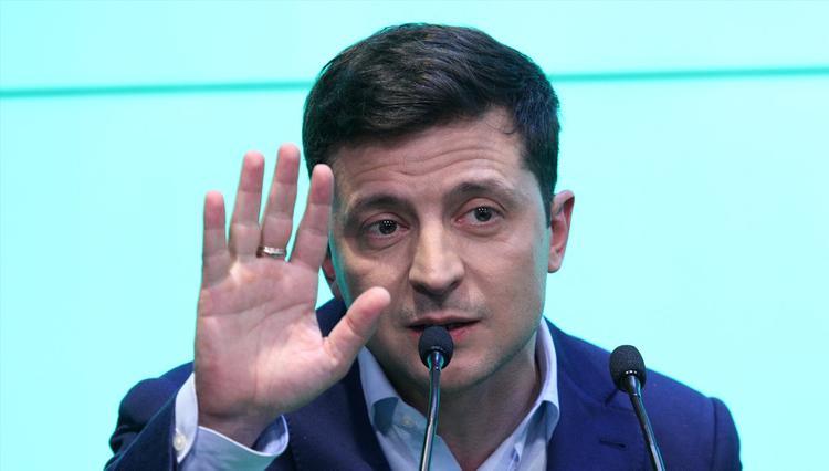 Элиты сорвали отставку премьера, оскорбившего Зеленского