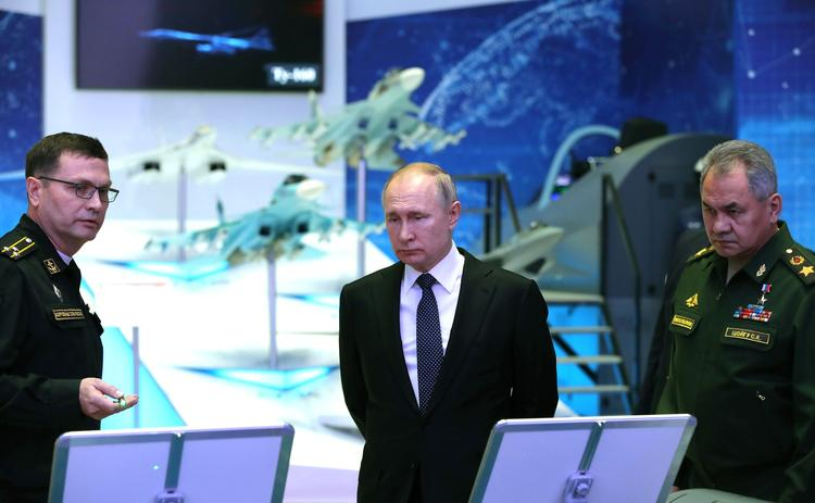 Путин планирует популяризацию Конституции среди школьников