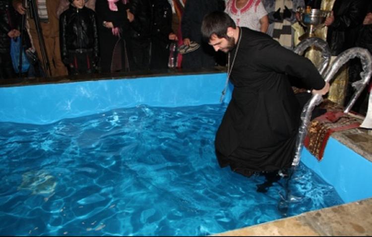 Зимние купели и святая вода – 19 января православные христиане отмечают Крещение Господне