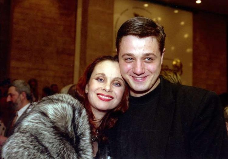 «Я нажрал 127 кг, у меня были запои», сын Любови Полищук рассказал, что боялся ее до судорог