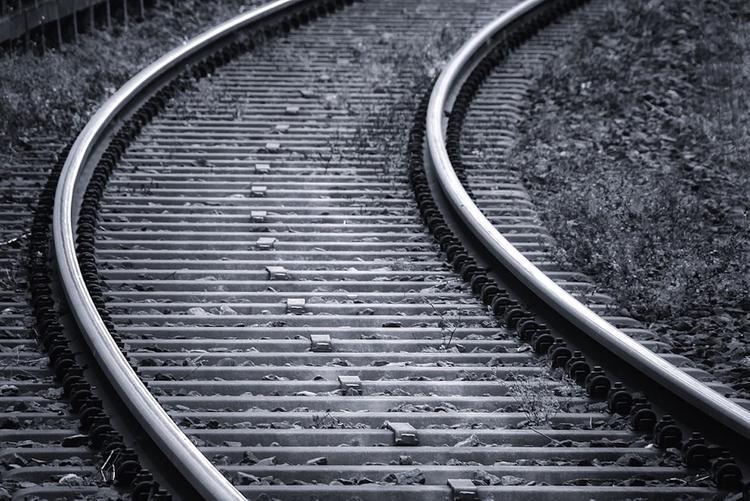 В Подмосковье случилось ДТП с легковушкой и поездом, двое погибших