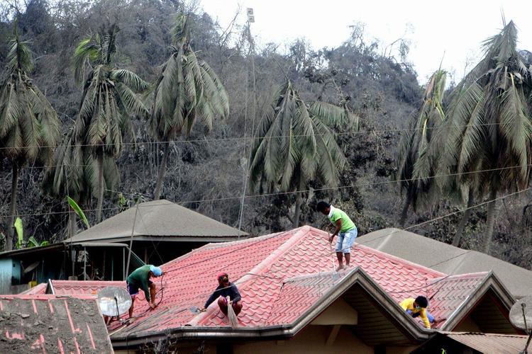 Власти Филиппин начали готовиться к затяжному кризису из-за извержения проснувшегося вулкана Тааль