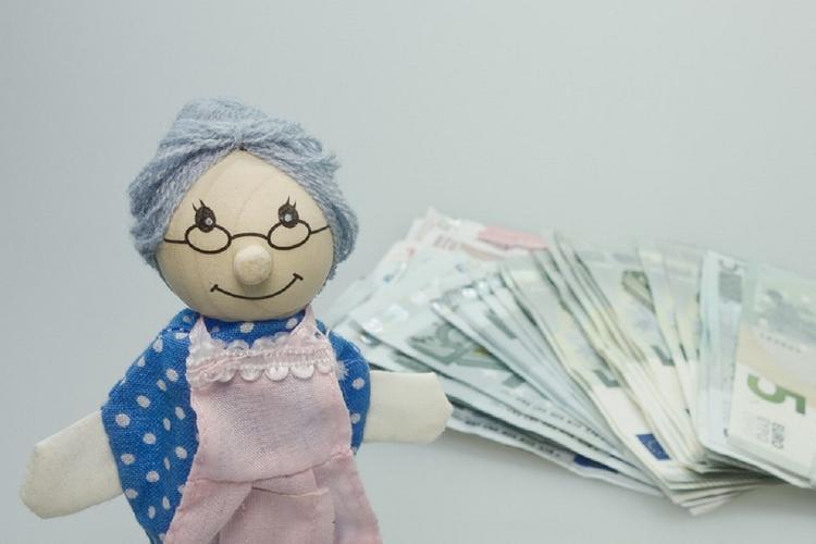 Индексацию выплат работающим пенсионерам закрепят в Конституции РФ
