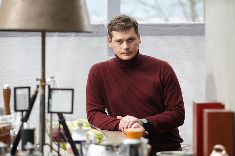 Актер Александр Пашков признался о разводе с женой, родившей ему  троих детей