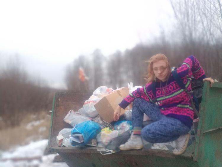 Появились подробности гибели 20-летней девушки-блогерши, сожженное тело которой найдено в лесу под Петербургом