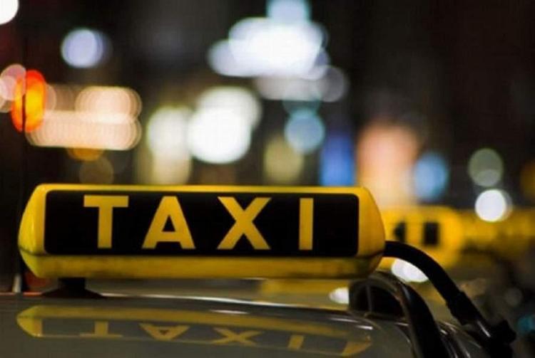 На западе Москвы таксист сбил человека на пешеходном переходе
