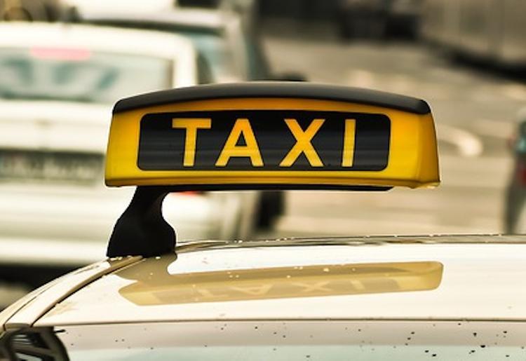 Ливанский министр удивил всех, прибыв на заседание на такси, а не в кортеже с охраной