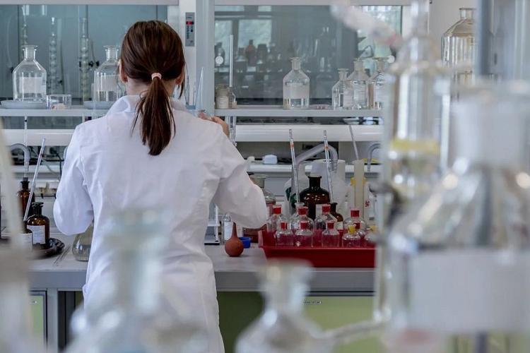 Число заразившихся новым коронавирусом превысило 2 тысячи человек