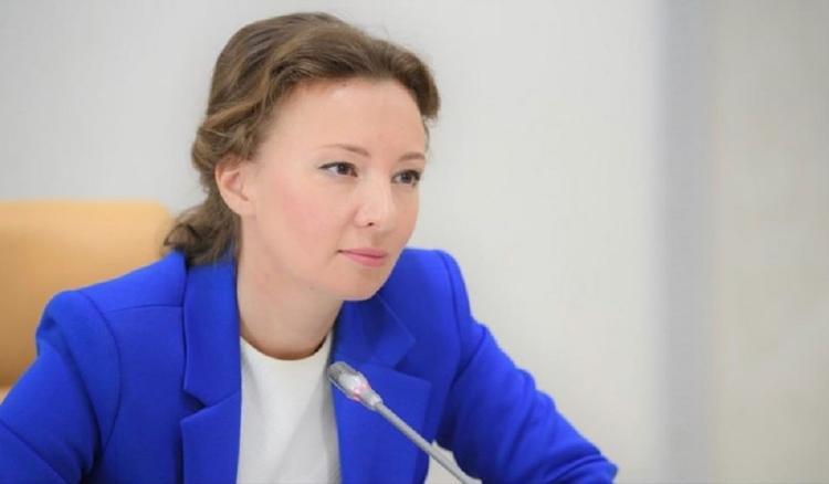 Кузнецова проконтролирует дальнейшую судьбу брошенных в Шереметьево мальчиков