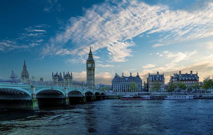 В Великобритании сообщили о возможных случаях заражения коронавирусом